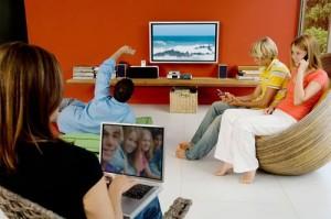multimedia-family-media-multi-tasking-m